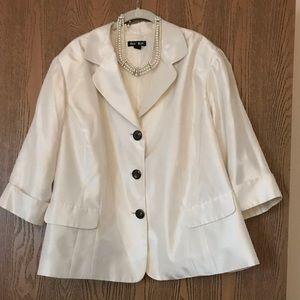 ❤️ Gorgeous ivory /  cream dressy jacket 24W